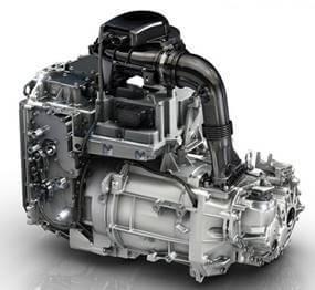 Integrovaná pohonná jednotka elektromobilu – elektromotor, měnič a reduktor s vlastním chladicím okruhem